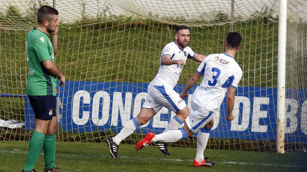 Óscar La Magia celebrando el gol de penalti que acababa de cobrarse