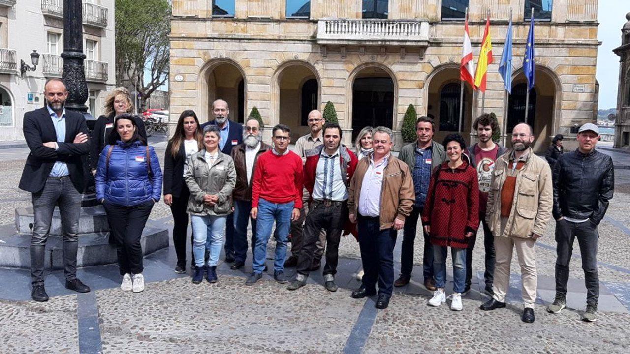 La candidatura de Por Gijón, ante la Casa Consistorial gijonesa