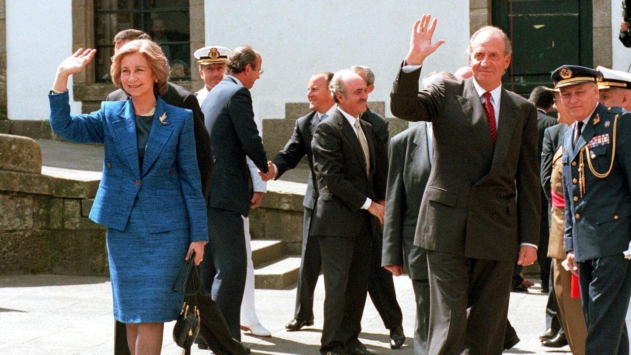 Los reyes en la entrega de las Medallas de las Bellas Artes de 1999, en Santiago