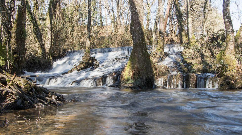En la aldea de Carrouba se conserva una presa que llevaba el agua del río Cinsa a un antiguo molino