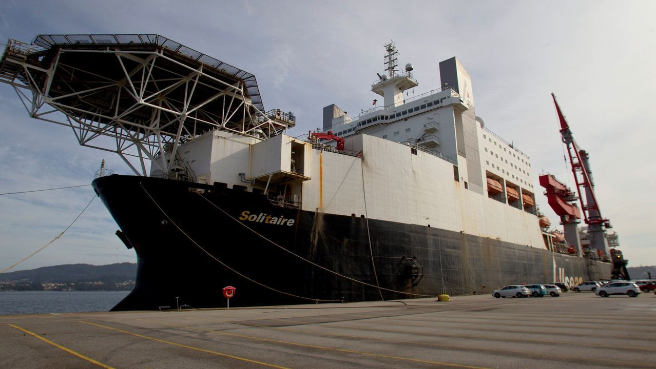 El buque Solitaire, atracado en la terminal viguesa de Bouzas, donde desembarcaron unos 200 tripulantes que dieron negativo en las pruebas del covid-19