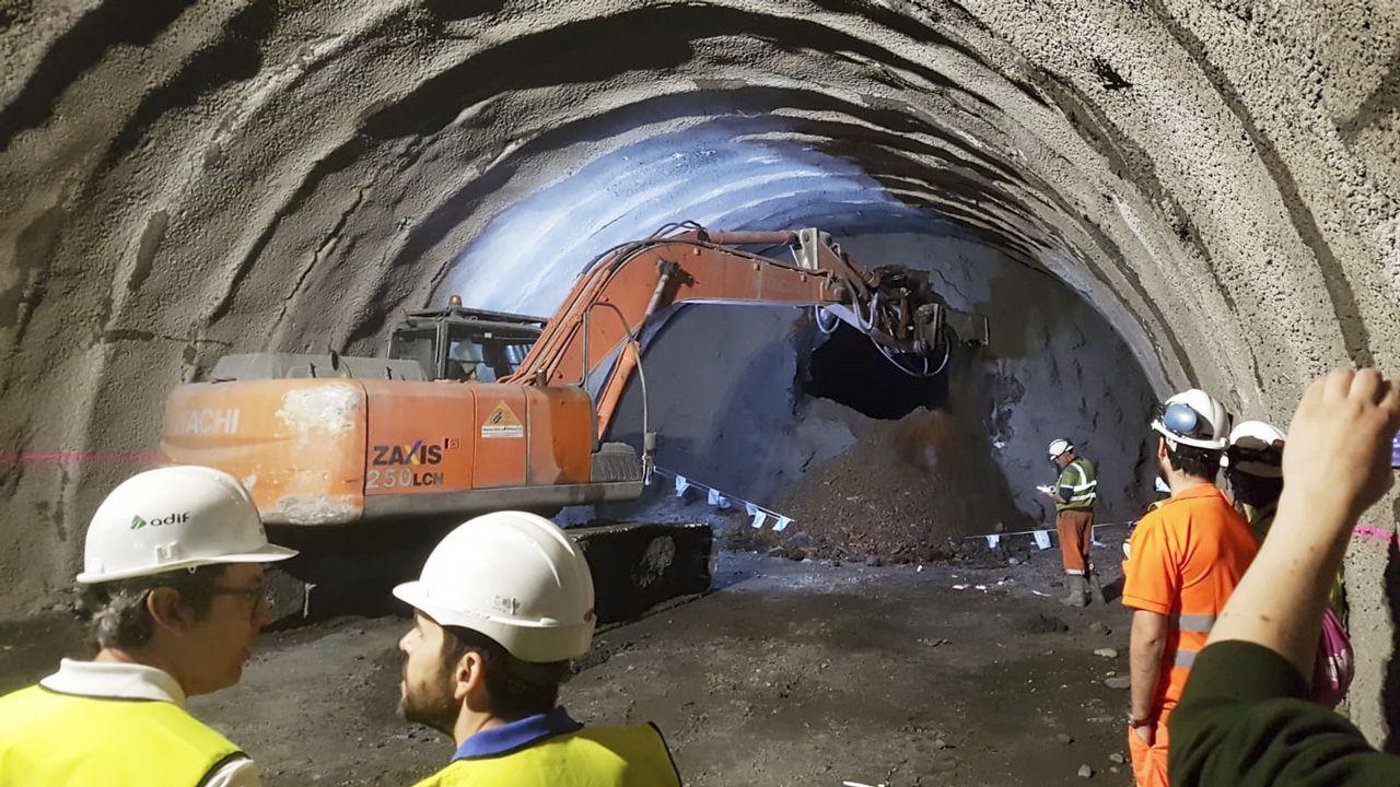 El túnel de Cerdedelo, en su vía derecha, que discurre por Laza, fue concluido este jueves