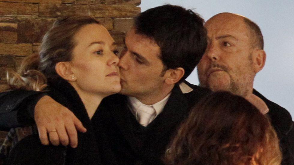 Amancio Ortega se deja por ver con su familia en Casas Novas.Secuencia de la caída de Marta Ortega en el torneo recogida por la TVG.