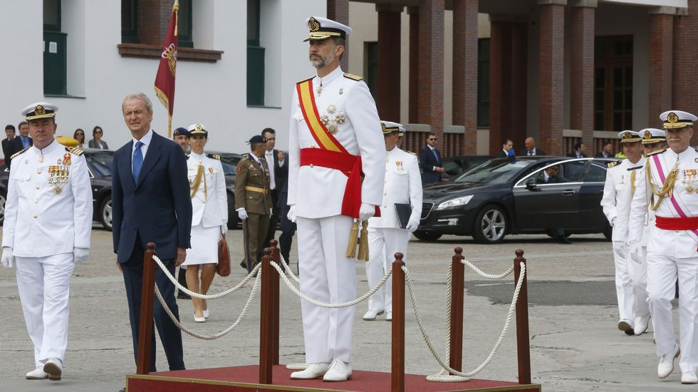 El rey preside por primera vez la entrega de despachos en Marín