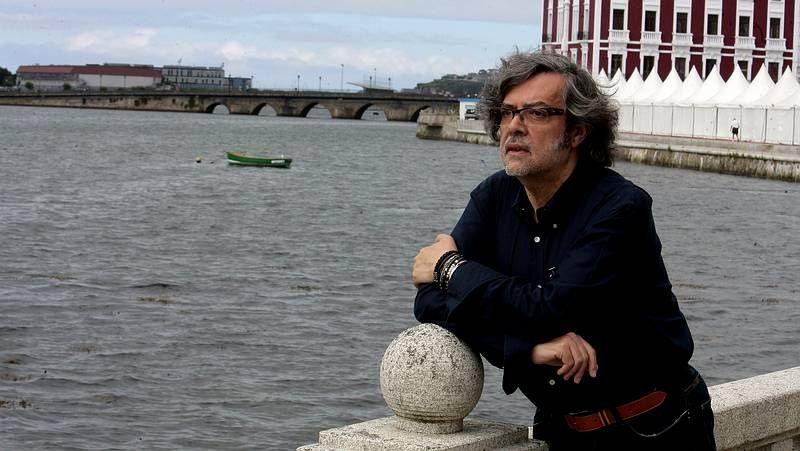 Premio Azorin.Pernas, columnista de La Voz, presentó la novela en Santiago.
