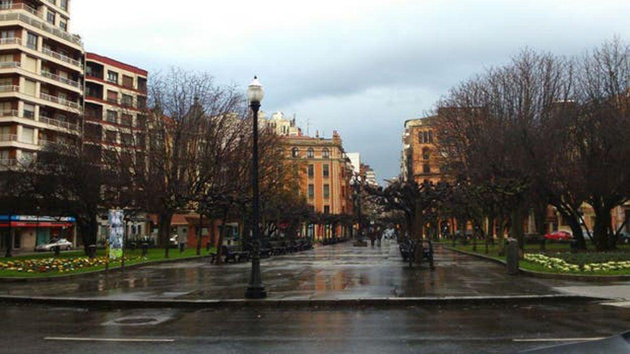 Iceta e Illa, en la toma de posesión del primero el día que el segundo abandonó el Gobierno.Plazuela de San Miguel, Gijón