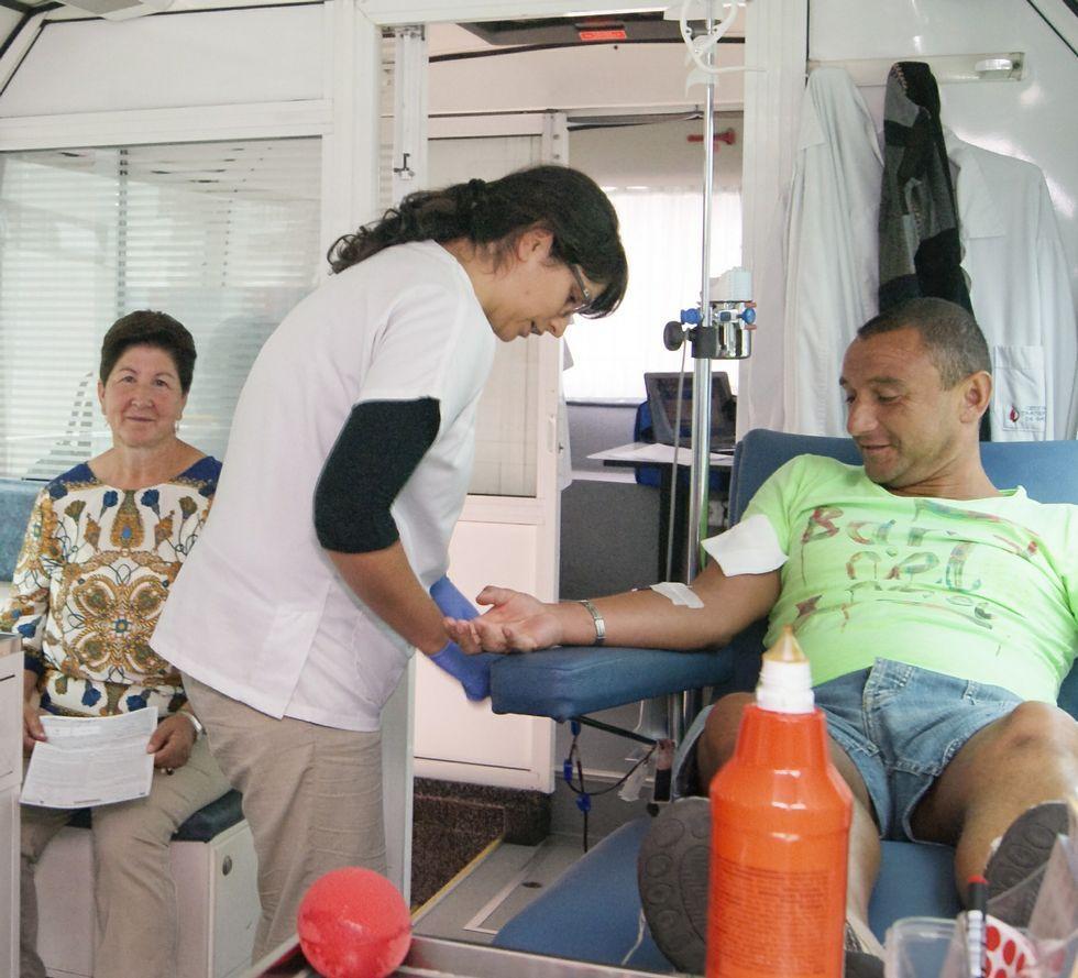 Donación de sangre, ayer, en Carballo.