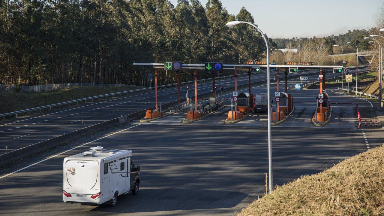 Choque frontal en la autopista en Vigo.Instalaciones de la Policía Local de Vigo.