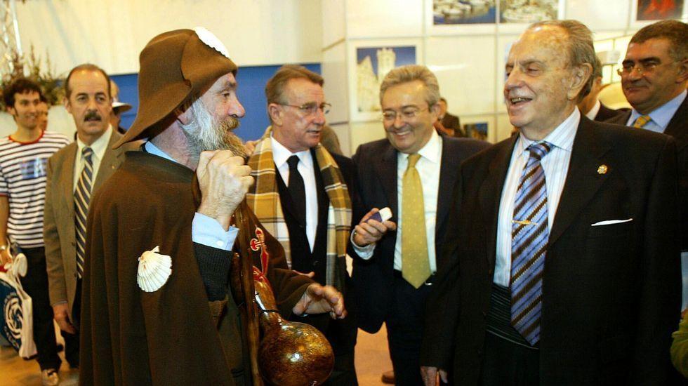 Sacándole una sonrisa al expresidente de la Xunta Manuel Fraga (2005).