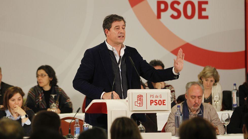 Comité nacional del PSdeG.Los operarios de Espina&Delfín se afanaban ayer para intentar detectar la causa de la avería.