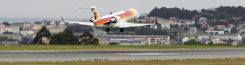 <span lang= es-es >Alvedro</span>. Entre las primeras decisiones que debe tomar el gobierno está el mantenimiento de los convenios de promoción de la urbe con las compañías aéreas Air Europa, Vueling e Iberia, de los que dependen vuelos a Madrid, París, Valencia, Londres y otras ciudades.