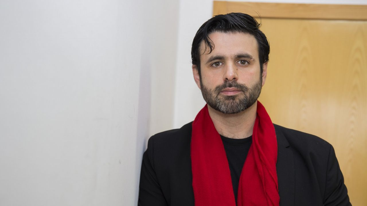 El escritor Antonio Muñoz Molina presentó su nueva novela «Tus pasos en la escalera», en la que construye una trama de suspense psicológico ambientada en un tranquilo barrio de Lisboa
