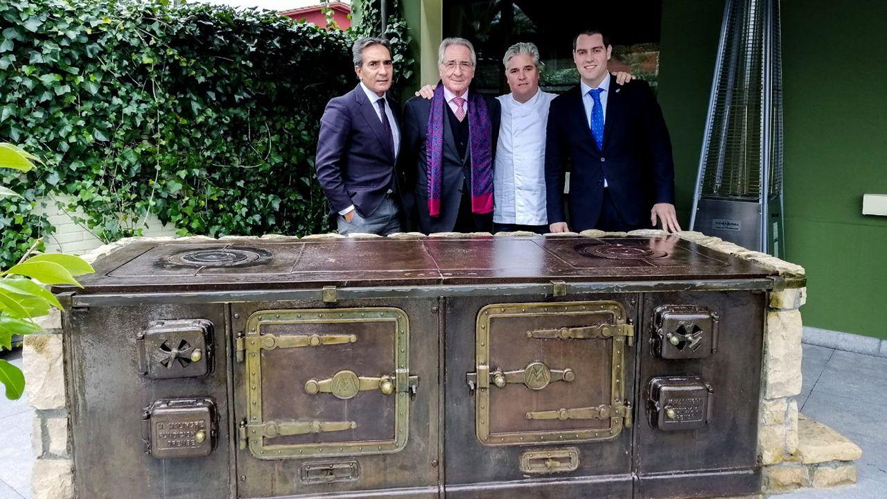 José Manuel Lobato «Cholo», junto a sus hijos Toni, Juan Luis y Marcos