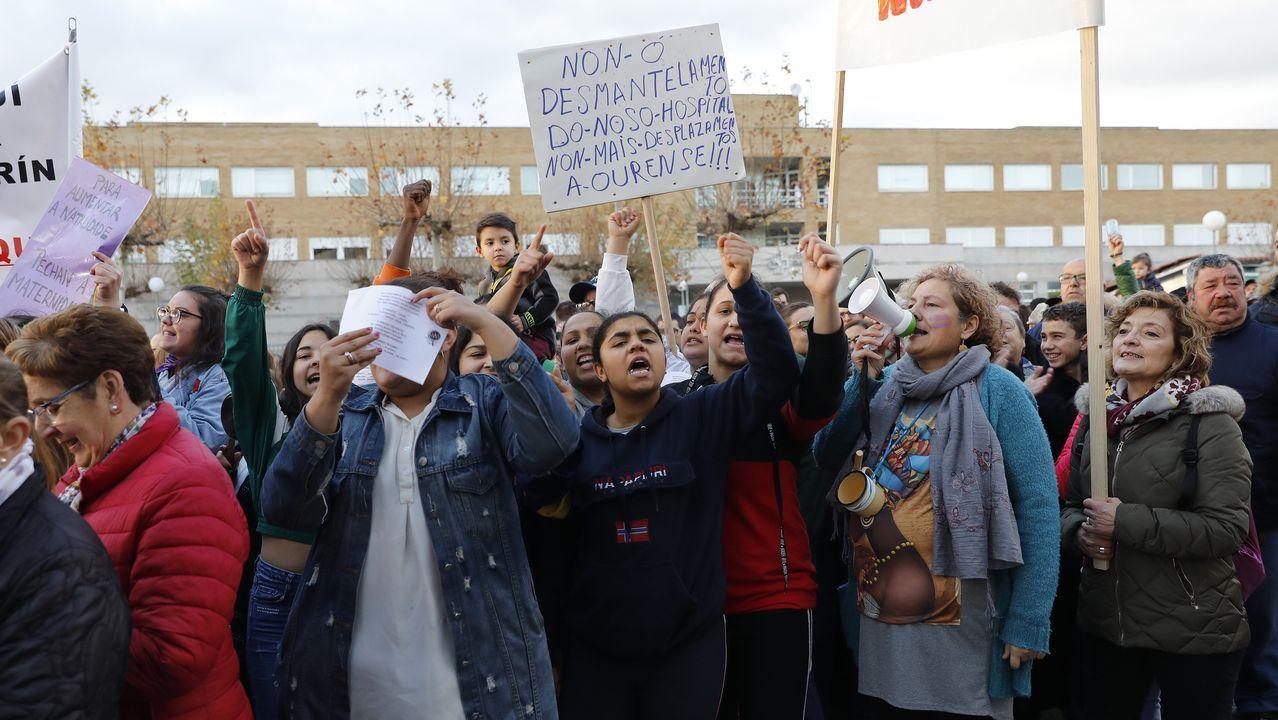Las manifestaciones en Galicia contra el cierre del paritorio de Verín, en imágenes.Protesta de médicos de Atención Primaria en el centro de salud de San José