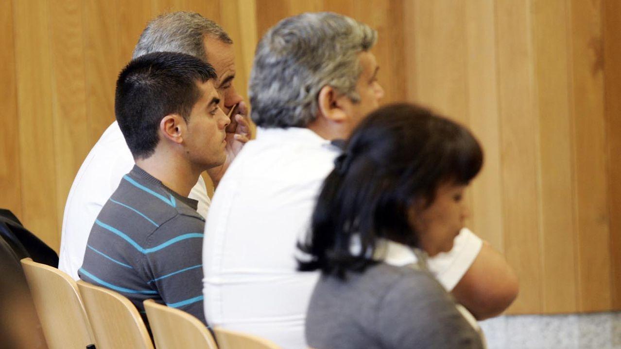 La madre de la pequeña y el que entonces era su compañero sentimental, durante la celebración del segundo juicio en la Audiencia de A Coruña