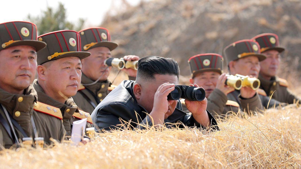Kim Jong-un, duratne las pruebas del 9 de marzo de al menos tres proyectiles  desde un lanzacohetes múltiple