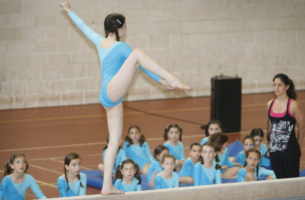 Las escuelas deportivas de gimnasia artística acogen a alumnos a partir de 4 años.