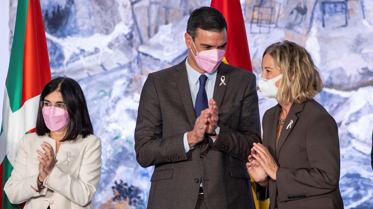 Sánchez firma del plan de colaboración con la Fundación Amancio Ortega para implantar la Protonterapia en el Sistema Nacional de Salud