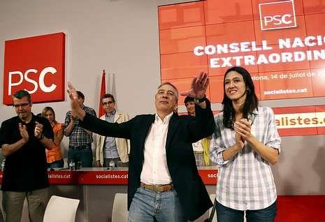 Chacón: «No comparto el calendario de la dirección del PSOE».Navarro insiste en que los socialistas catalanes tendrán voz y voto propio en el Congreso.