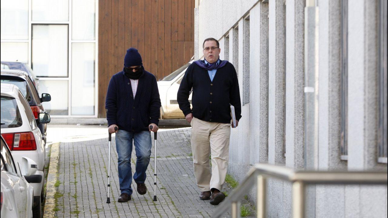 Así era la camada que rescató el Seprona y Protección Civil de Poio.María José Álvarez y Emilio Seara buscan a su perro Bimbo desaparecido el 24 de abril