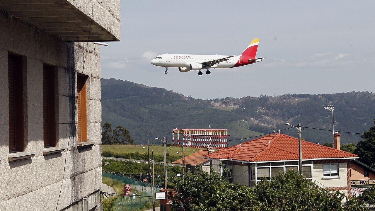 Los aviones de Peinador ensordecen las viviendas cercanas