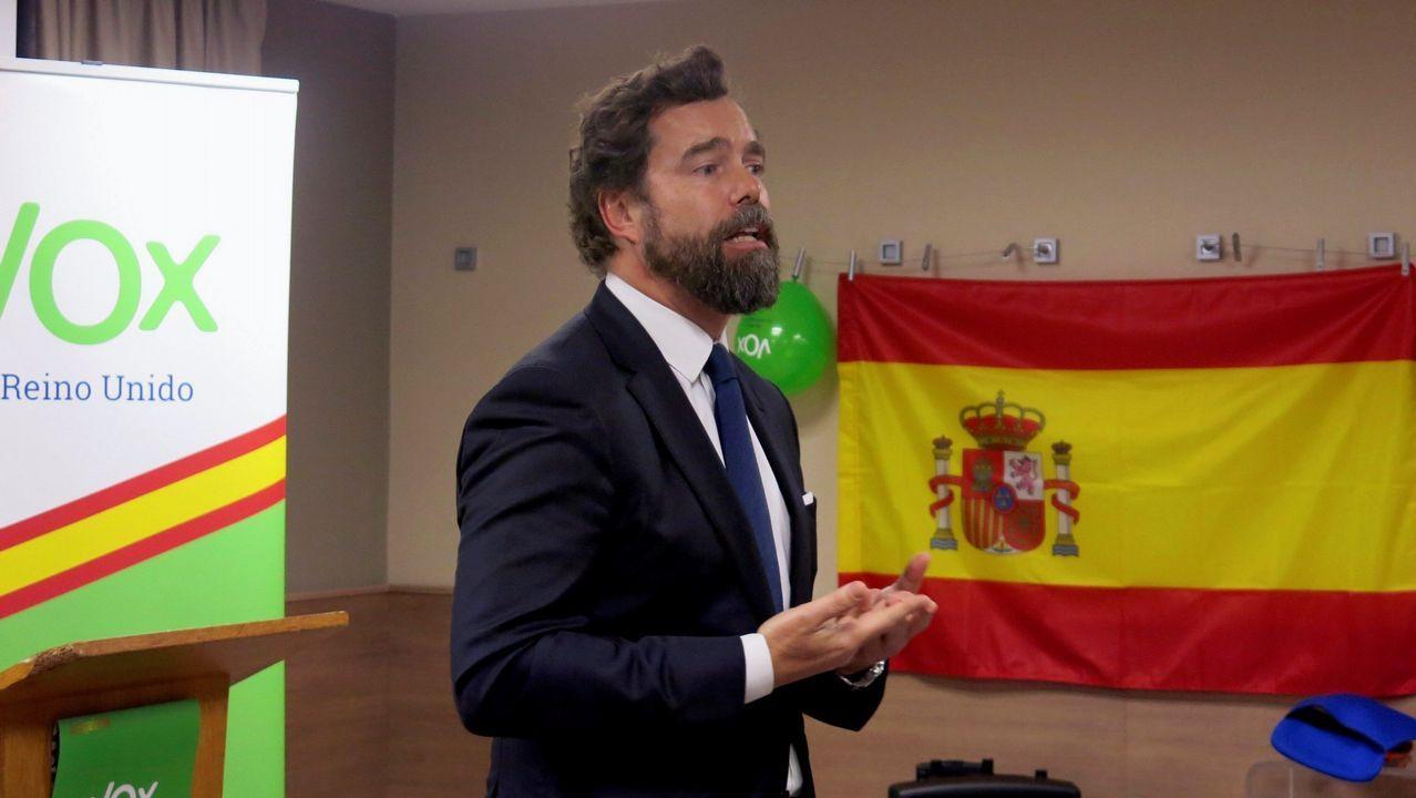 Casado: «Sánchez prefiere manos manchadas de sangre a manos pintadas de blanco».El líder del PSC, Miquel Iceta