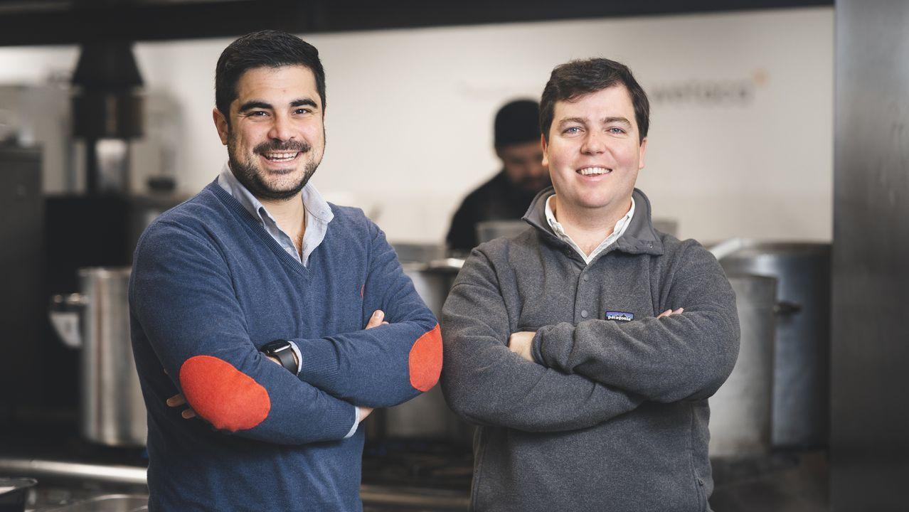 Los chefs de Estrellas Solidarios no Camiño promocionan la gastronomía y el paisaje gallego.El lucense Efrén Álvarez y el vigués Andrés Casal son los fundadores de Wetaca..