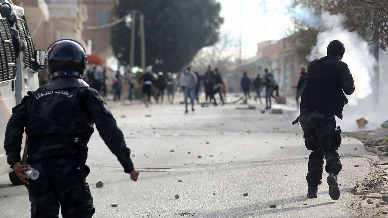 parada.Choques entre manifestantes y policías en Kaserine tras la inmolación de Zergui