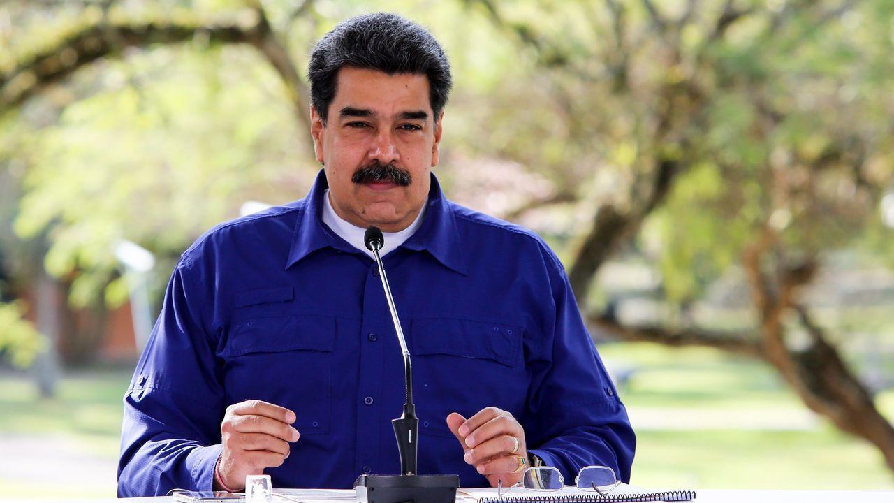 MADURO, BLOQUEADO EN FACEBOOK. La red social bloqueó por un mes la cuenta del presidente venezolano (en la imagen, el pasado domingo en Miraflores) por infringir sus políticas contra la desinformación sobre el covid-19