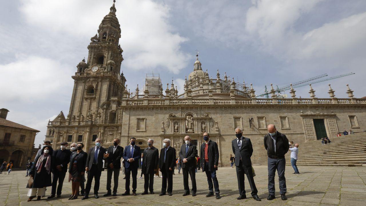 Reapertura del pórtico de la Gloria a las visitas.La Policía Nacional y la Local montaron amplios dispositivos en Santiago para vigilar el cumplimiento de las restricciones por la pandemia durante la Semana Santa