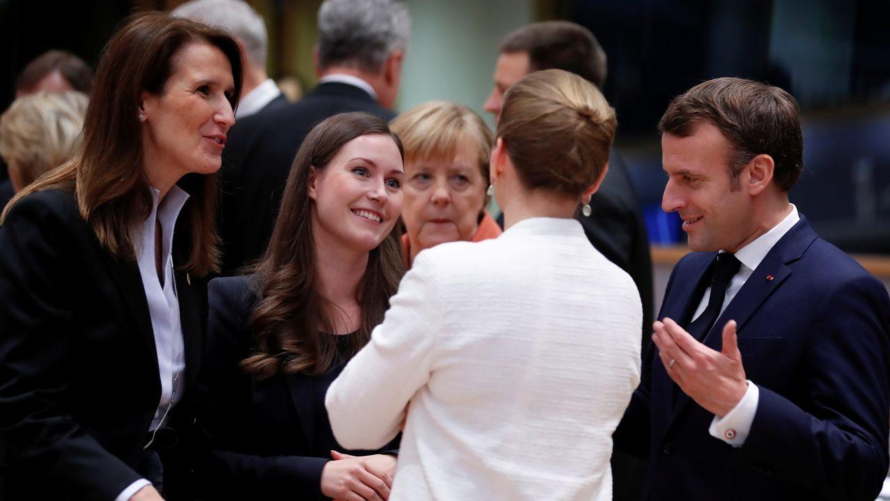 Las primeras ministras de Bélgica, Sophie Wilmés; de Finlandia, Sanna Marin, que ayer se estrenaron en un Consejo Europeo; de Dinamarca, Mette Frederiksen; la canciller alemana, Angela Merkel; y el presidente de Francia, Emmanuel Macron, en Bruselas