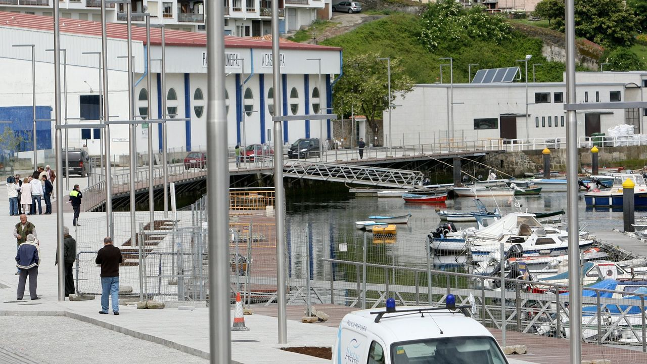 Entrega de una bicicleta en Ferrol