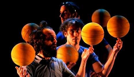 La compañía circense Pistacatro presenta una obra concebida para teatros y auditorios de gran formato.