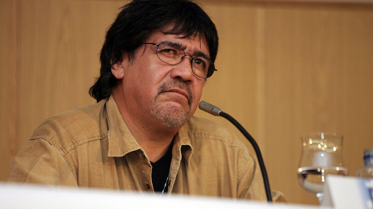 El escritor Luis Sepúlveda, en un encuentro con lectores en la UNED en A Coruña, en una imagen de archivo