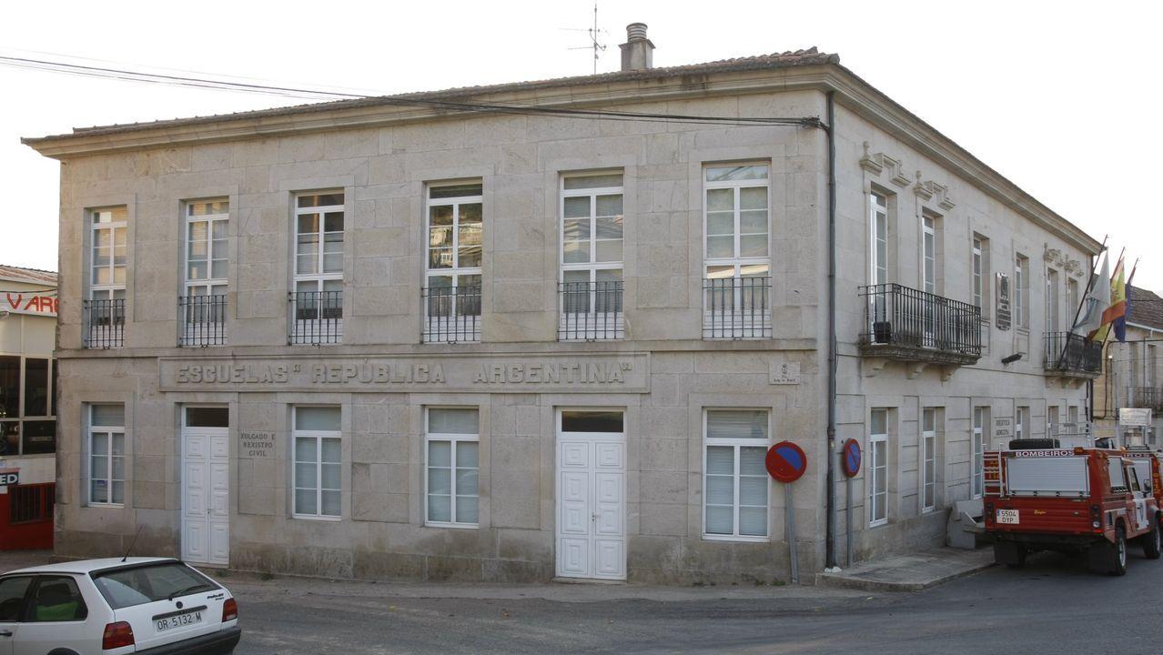 Caldaria reabre sus balnearios en Ourense.Alba, Fátima y Flor, sobre el puente que separa San Pedro de Filgueira de Cortegada