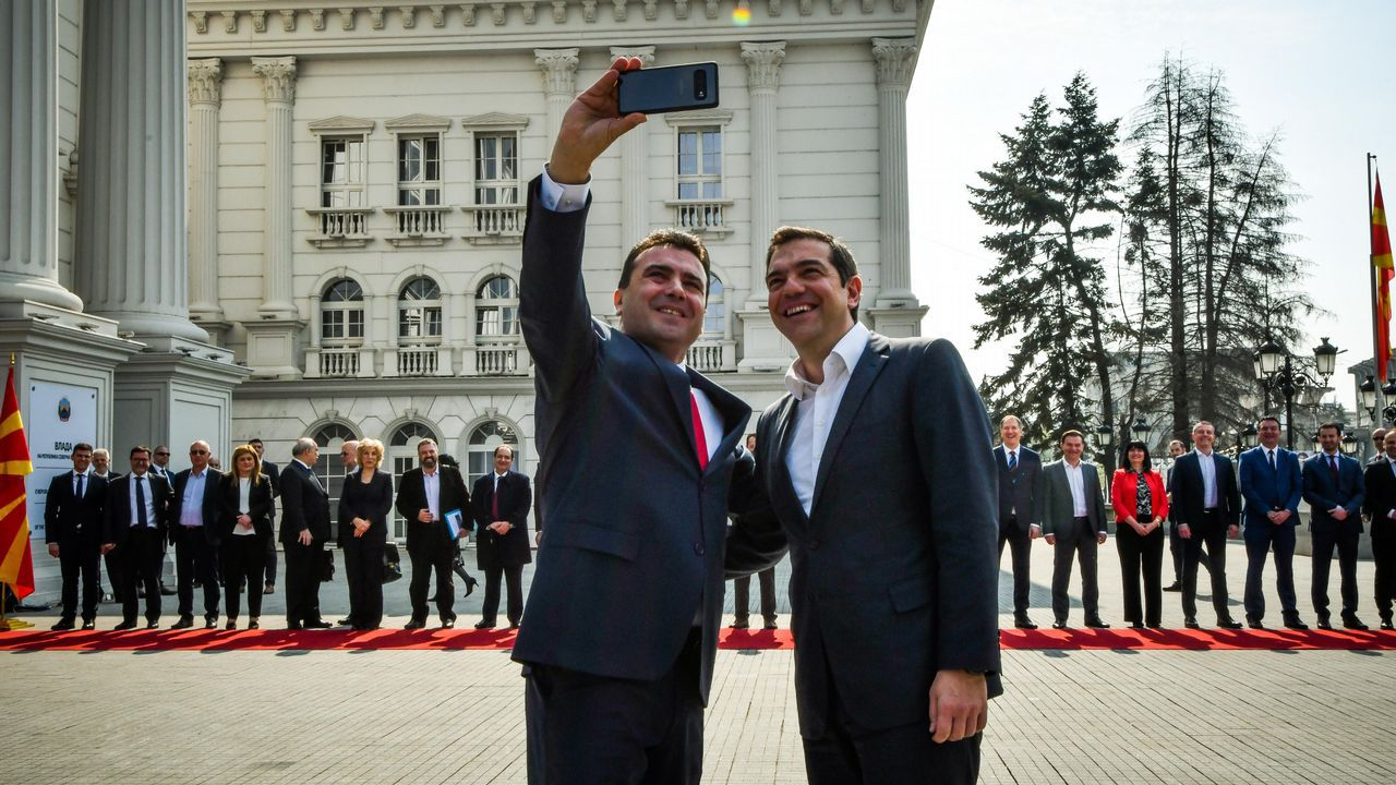 Tsipras y Zaev se hicieron un selfi en Skopie