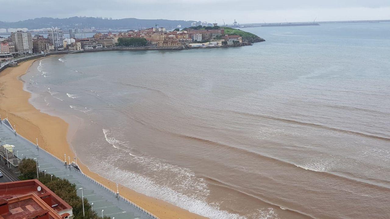 La playa de San Lorenzo, con las manchas
