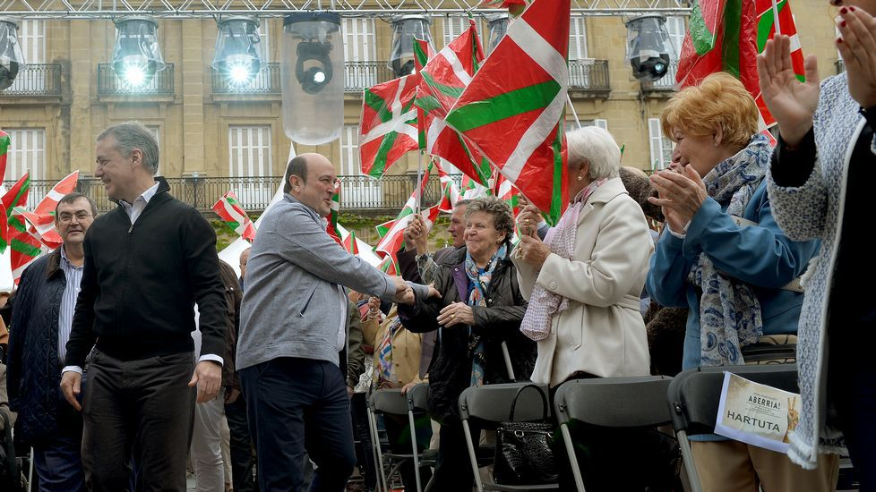 El lehendakari vasco Iñigo Urkullu y el presidente del PNV Andoni Ortuzar, en los actos de la jornada
