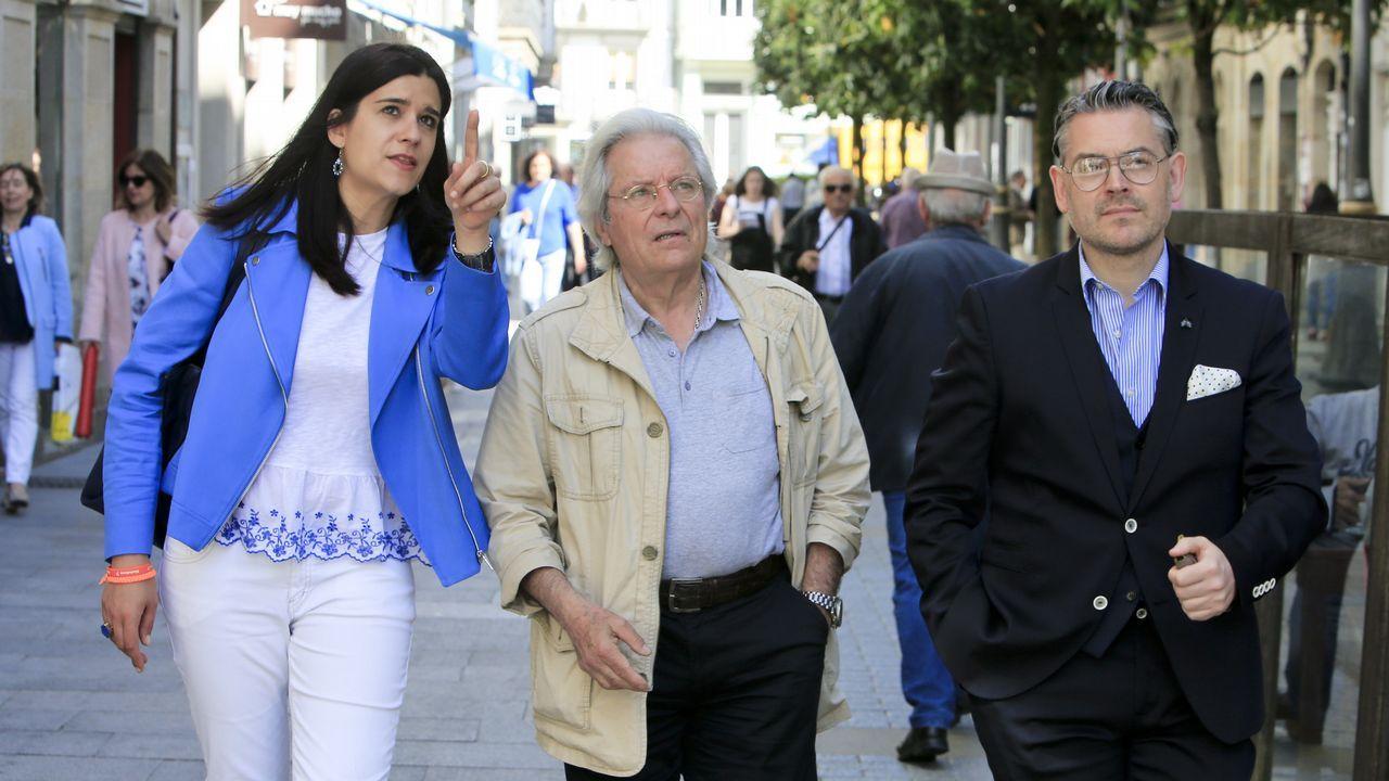 El candidato de Ciudadanos a las Europeas, Javier Nart, visitó Lugo acompañado por la candidata local, Olga Louzao