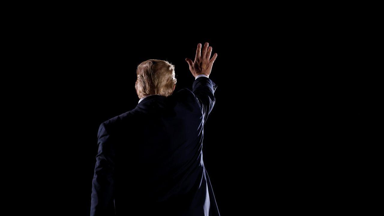 Donald Trump se despide de sus simpatizantes tras un mitin en Georgia en octubre