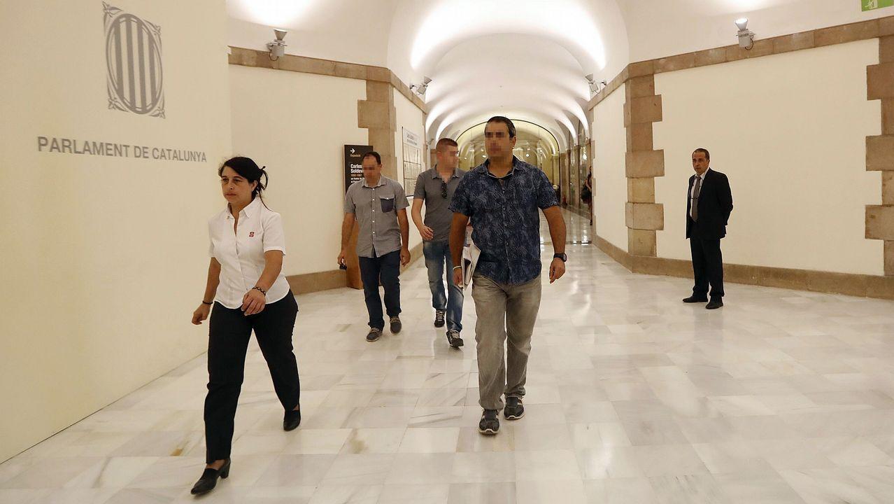 Agentes de la Guardia Civil a su llegada al Palau de la Generalitat