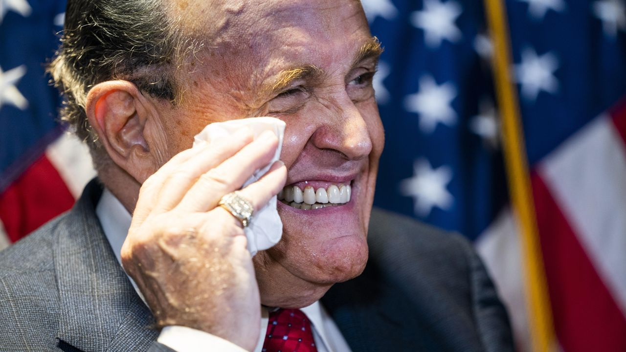 El abogado de Trump, Rudolph Giuliani, durante su comparecencia de este jueves ante la prensa