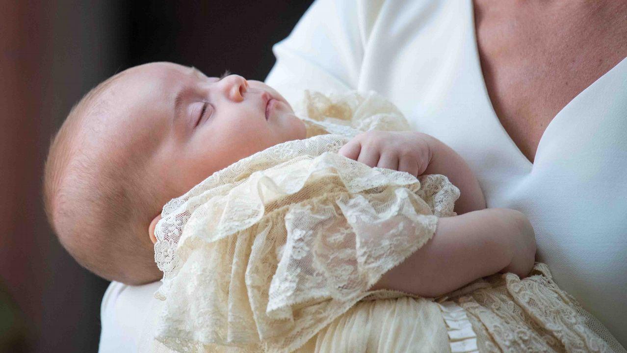 Por qué la princesa Charlotte parece que lleva siempre el mismo vestido