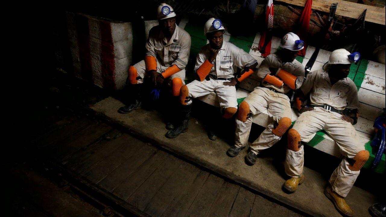 Ferrol, capital del vino.Imagen de archivo de unos mineros de la empresa Sibanye-Stillwater en Sudáfrica