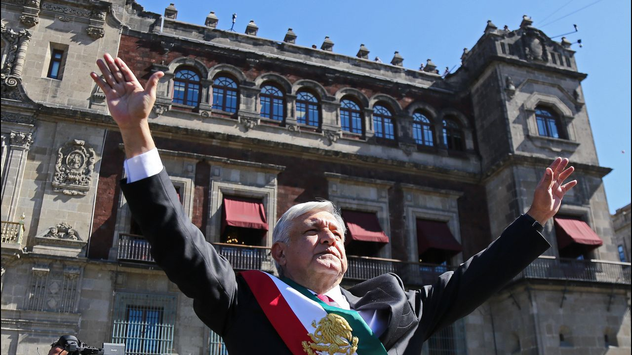 Más de cuatrocientas personas se unieron a la cena de la Asociación Galega de Ataxias.El nuevo presidente de México, a su llegada al Palacio Nacional para la recepción oficial