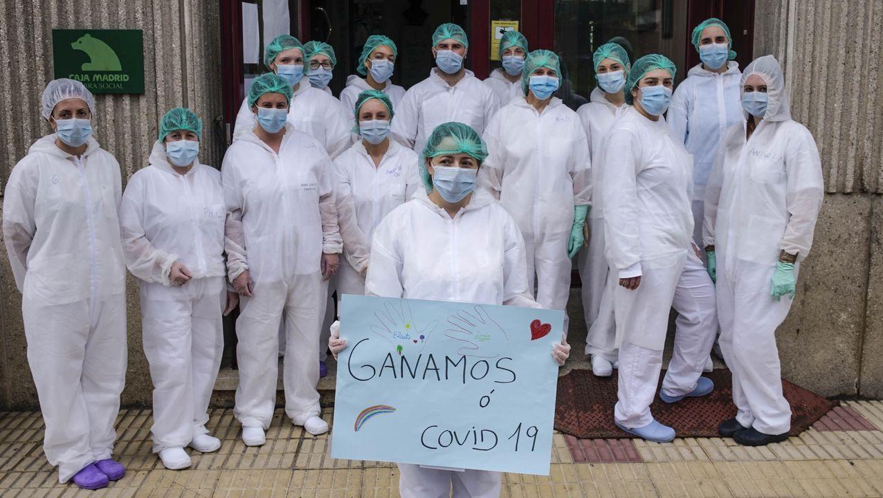 Personal de la residencia geriátrica de Celanova, días después de confirmarse que estaba libre de covid-19