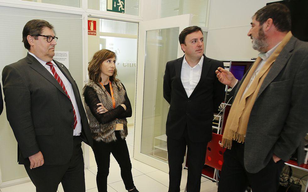 Abalde acompañó a Formoso en la visita por el parque tecnológico.