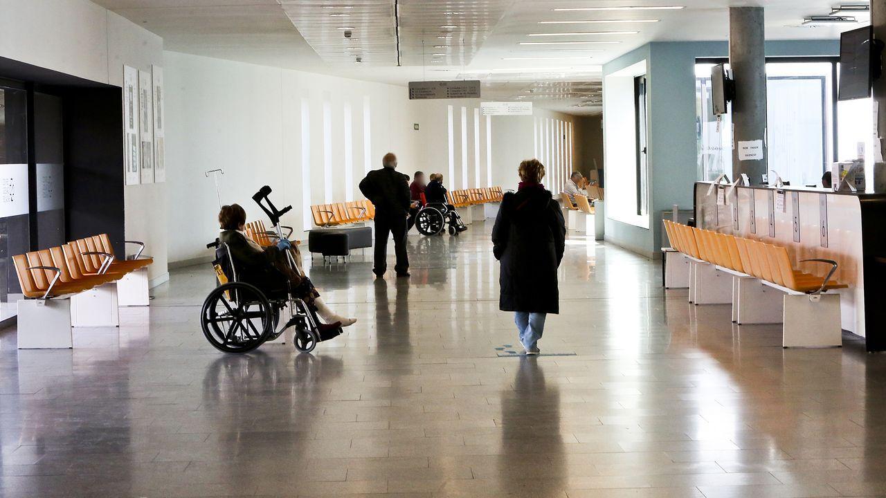 El rediseño del centro de salud de Teis.Pacientes en urgencias, ayer