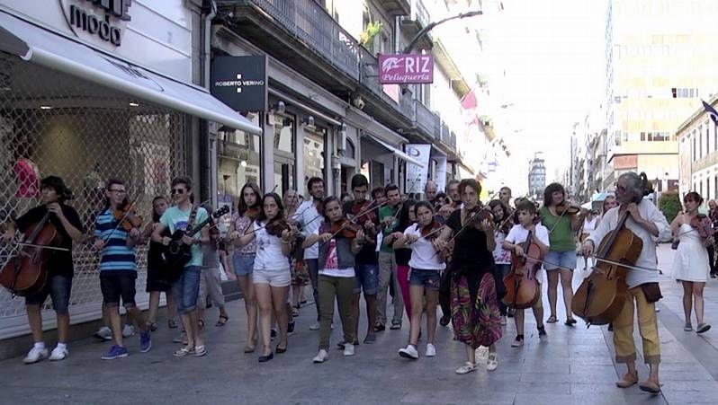 Miley Cyrus lo enseña todo en Barcelona.Coldplay durante un concierto el pasado abril en Alemania