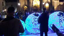 Luces de Navidad, en la plaza de la Catedral, en Oviedo